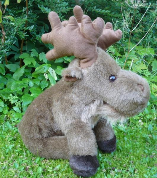 Kuscheltier Elch sitzend klein für Kinder als Spielzeug oder Geschenk